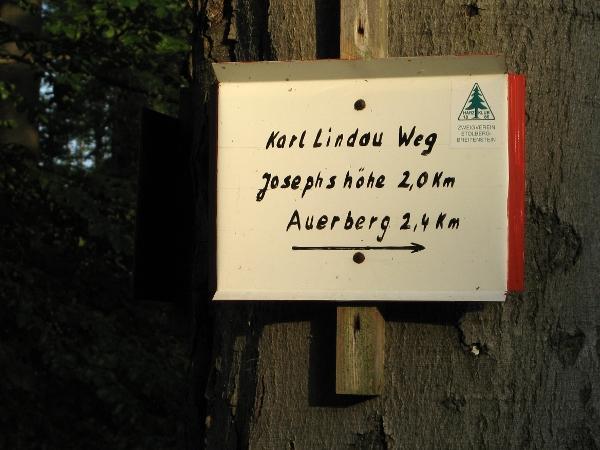 Wegweiser zum nahen Auerberg