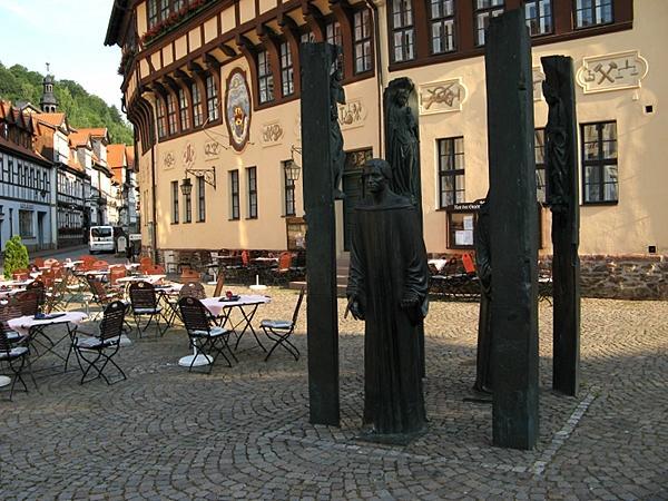 Rathaus Stolberg mit Thomas-Münzer-Denkmal