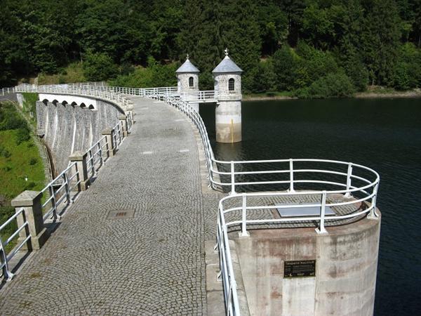 Talsperre Neustadt Staumauer