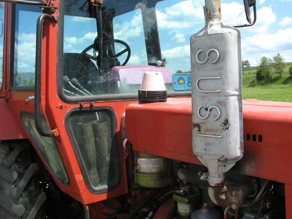 Traktor Susi am Wegesrand in Breitenstein