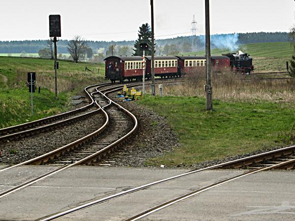 der Weg kreuzt mehrfach den Schienenstrang der Harzquerbahn